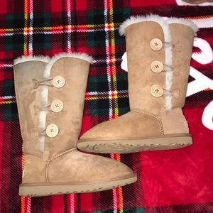 UGG Bailey suede button triplet II